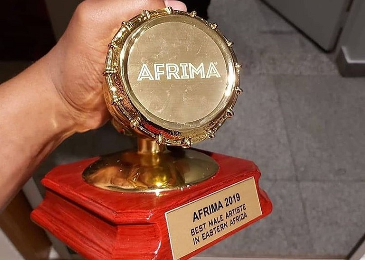 Khali holding the Afrima